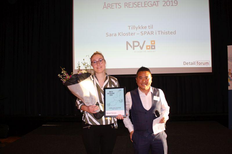 Sara Kloster fra Spar i Thisted vandt årest rejselegat, som sponsoreres af NPV og blev uddelt af Kim Lang Sørensen